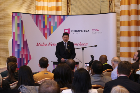 TAITRA Deputy Secretary-General Yeh Ming-shui hosting the COMPUTEX Taipei press conference on the ev ...