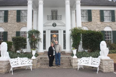 Powerball winners John and Lisa Robinson visit Elvis Presley's Graceland. (Photo: Business Wire)