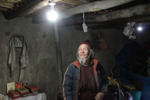 A villager experiencing light for the first time through the support of IEEE Smart Village and the Global Himalayan Expedition (GHE). (Photo: Business Wire)