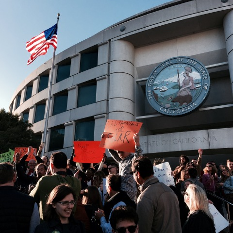 Solar supporters rally at the CPUC to preserve California's successful net metering program (Photo: Business Wire)