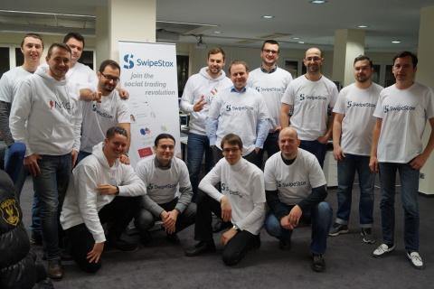 Das Naga, SwipeStox, Ministry of Programming-Team mit Wladimir Huber (MD Swipestox GmbH, 2vL), Paris ...