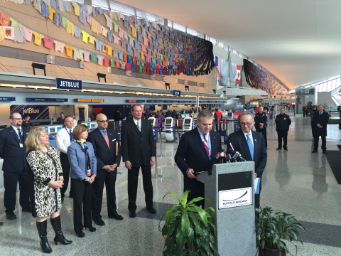 JetBlue President and CEO Robin Hayes and U.S. Senator Chuck Schumer of New York announced new nonstop service between Buffalo, N.Y. and Los Angeles at Buffalo Niagara International Airport on Monday. (Photo: Business Wire)