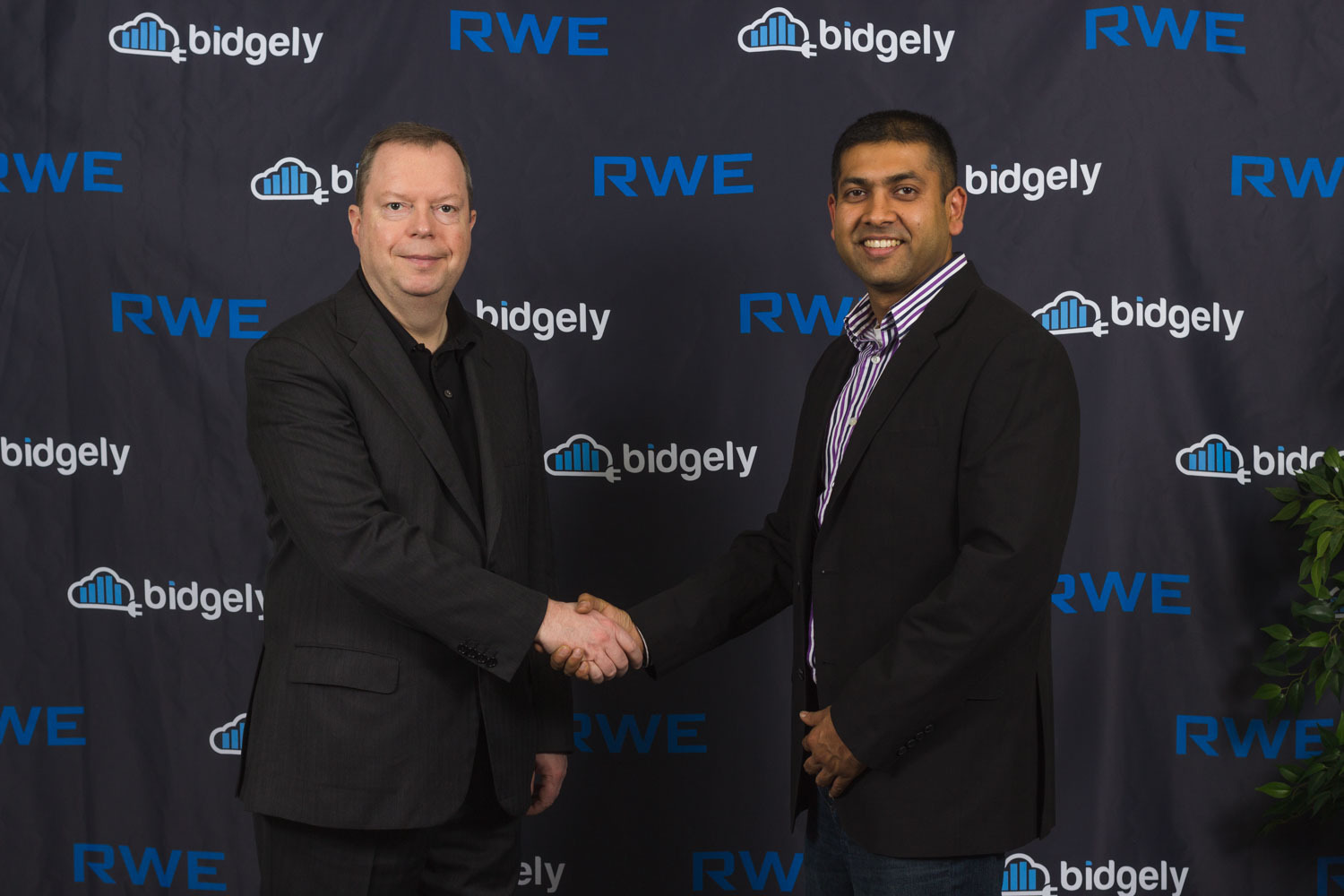 RWE CEO Peter Terium and Bidgely CEO Abhay Gupta officially launch disaggregation in Europe at a ceremony at Bidgely offices in Silicon Valley. (Photo: Business Wire)