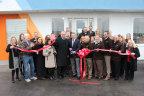 Lebanon Mayor Philip Craighead and Summit Automotive Partners CEO Bill Carmichael cut the ceremonial ribbon today, welcoming Vibe Auto dealership to the Lebanon, alongside members of the Chamber of Commerce. (Photo: Business Wire)