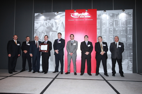 Ryder Mexico executives presenting one of the Service Excellence Awards to the Mexican carrier, Tran ...