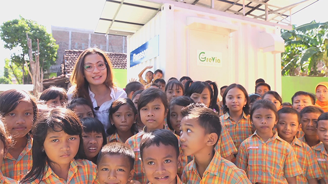 """Stand-Alone Solar Power """"Container"""" Helps Children Study on Remote Indonesian Island"""