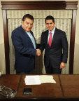 Mario Kreutzberger and Cesar Conde, Chairman, NBCUniversal Telemundo Enterprises and NBCUniversal International Group (Photo: Business Wire)