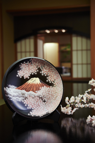 "Decorative lacquerware plate entitled ""Sakura and Mt. Fuji"" by Yuji Tomoda. Keio Plaza Hotel Tokyo will display various kinds of artworks in theme of Mt. Fuji and cherry blossoms, symbols of Japanese aesthetics. (Photo: Business Wire)"
