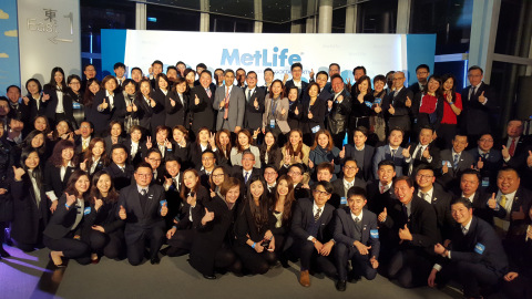 香港大都會人壽財策團隊一同慶祝業務發展成功。(照片:美國商業資訊)