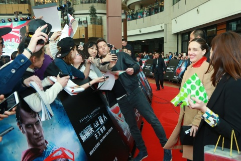 Ben Affleck, who stars as Batman / Bruce Wayne in Warner Bros. Pictures' Batman v Superman: Dawn of Justice, takes a selfie with a fan on the red carpet for a fan engagement event being held at Indigo Mall in Beijing, China, on Saturday, March 12, 2016. (Photo: Business Wire)