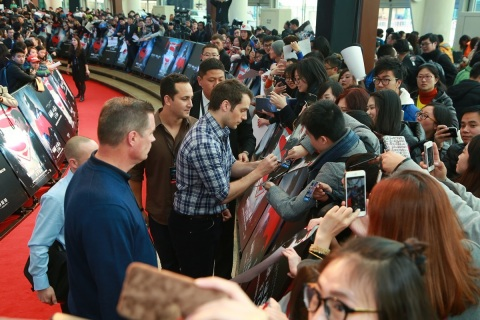 Henry Cavill, who stars as Superman / Clark Kent in Warner Bros. Pictures Batman v Superman: Dawn of Justice, signs autographs for fans on the red carpet for a fan engagement event held at Indigo Mall in Beijing, China, on Saturday, March 12, 2016. (Photo: Business Wire)