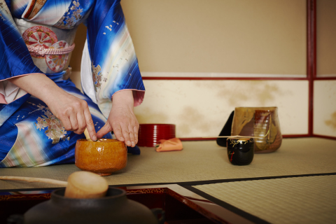 Keio Plaza Hotel Tokyo will start offering a for-pay Japanese tea ceremony service. Guests can experience this Japanese tradition in the dignified yet hospitable hush of its sophisticated Japanese interior. (Photo: Business Wire)