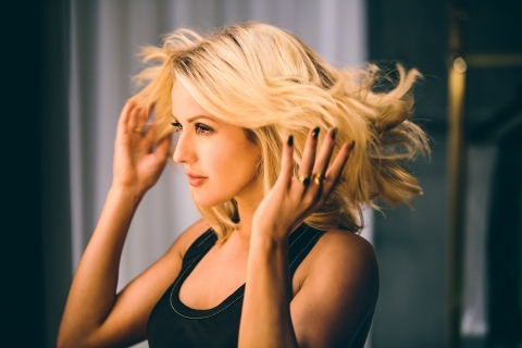 Ellie Goulding partners with Pantene for its Strong Is Beautiful campaign (Photo: Business Wire)