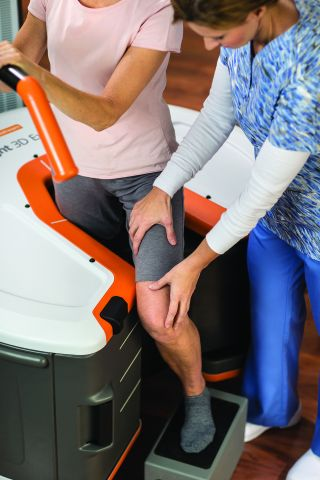 Carestream's OnSight 3D Extremity System is designed to offer high-quality, low-dose 3D imaging for use by orthopaedic and sports medicine practices, hospitals, imaging centers, urgent care facilities and other healthcare providers. (Photo: Business Wire)