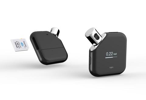 東芝:無線LAN搭載SDメモリカード「FlashAir™」を使った学習型アルコールガジェット「TISPY(ティスピー)」 (写真:ビジネスワイヤ)