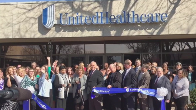 UnitedHealthcare Community Plan of Iowa CEO Kim Foltz is joined by Davenport Mayor Frank Klipsch, State Representatives Dave Heaton, Jim Lykam, Ross Paustian, Norlin Mommsen and Phyllis Thede, and other community leaders, along with UnitedHealthcare employees to celebrate the opening of UnitedHealthcare's new 30,000-square-foot operations center in Davenport, Iowa. The office will house nearly 250 newly hired employees who will serve people enrolled in its Medicaid plan, adding to the 675 UnitedHealthcare jobs recently created specifically to serve Iowa's Medicaid program. L to R: Yasmine Winkler, chief consumer officer, UnitedHealthcare Community and State; Iowa State Rep. Phyllis Thede; Kim Foltz, CEO, UnitedHealthcare Community Plan of Iowa; Davenport Mayor Frank Klipsch; Iowa State Representatives Jim Lykam, Ross Paustian, Norlin Mommsen and Dave Heaton (Video:Kevin Herglotz).
