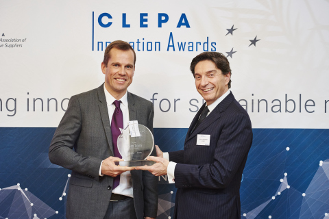 Pieter Gillegot-Vergauwen receives the CLEPA Innovation Award (Photo: Business Wire)