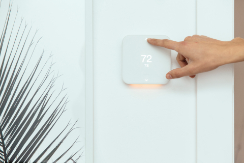 A minimal design approach allows the Vivint Element thermostat to blend well with any style (Photo: Business Wire)