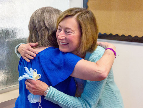 Tammy Griffin hugs Linda Karr when the two women met for the first time after their rare transplant. In the domino procedure, Griffin received a new heart and lungs, and donated her old heart to Karr. (Photo: Business Wire)