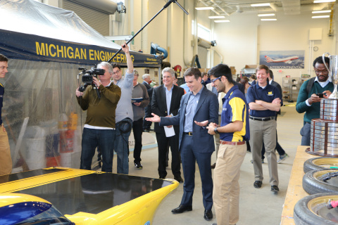 Jeff Gordon speaks with U-M student Shihaab Punia about the Solar Car while visiting the University of Michigan campus to help unveil a new partnership between U-M and Axalta Coating Systems. (Photo: Axalta)