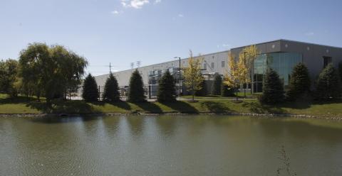 CyrusOne's new Aurora, Ill. data center facility. (Photo: Business Wire)