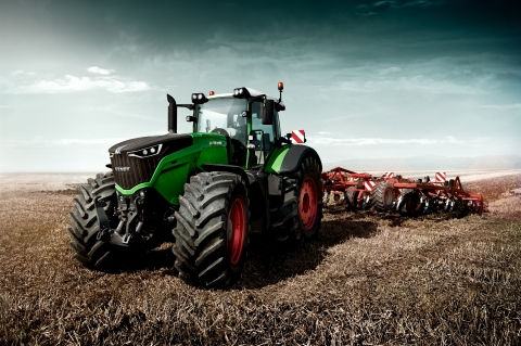 With the Fendt 1000 Vario, AGCO has once again succeeded in designing a tractor, which, as the world's most powerful standard tractor, manages to convey both power and high-tech. (Photo: Business Wire)