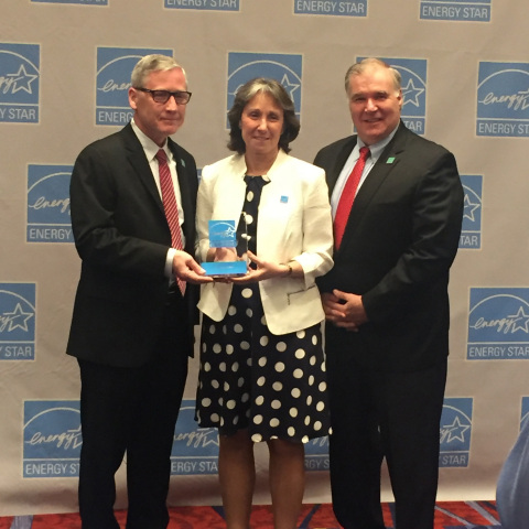(L-R) Staples' Vice President of Construction, Engineering & Support Services John Lynch, EPA Director and Chief of the Energy Star Program Jean Lupinacci and Staples' Director of Energy and Environmental Management Bob Valair at the event where the EPA recognized Staples, with the 2016 Energy Star® Partner Of The Year - Sustained Excellence Award. (Photo: Business Wire)
