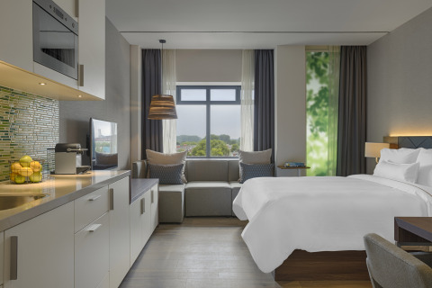 Element Amsterdam Guest Room (Photo: Business Wire)