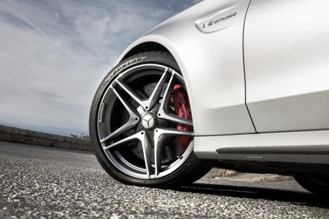 UHP-Sommerreifen wie der Dunlop Sport Maxx RT 2 müssen hohe Anforderungen erfüllen ( Photo: Business Wire)