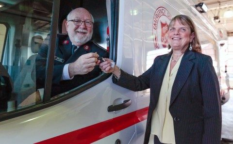 Janet Lawson (right), director, Ford Motor Company Fund, the philanthropic arm of Ford, hands off the keys to the new Ford Transit emergency response vehicle to Lt. Col. John Turner (left), divisional commander for The Salvation Army Eastern Michigan Division. (Photo: Business Wire)