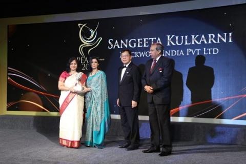 Sangeeta Kulkarni receiving the Most Promising Entrepreneur Award (Photo: Business Wire)