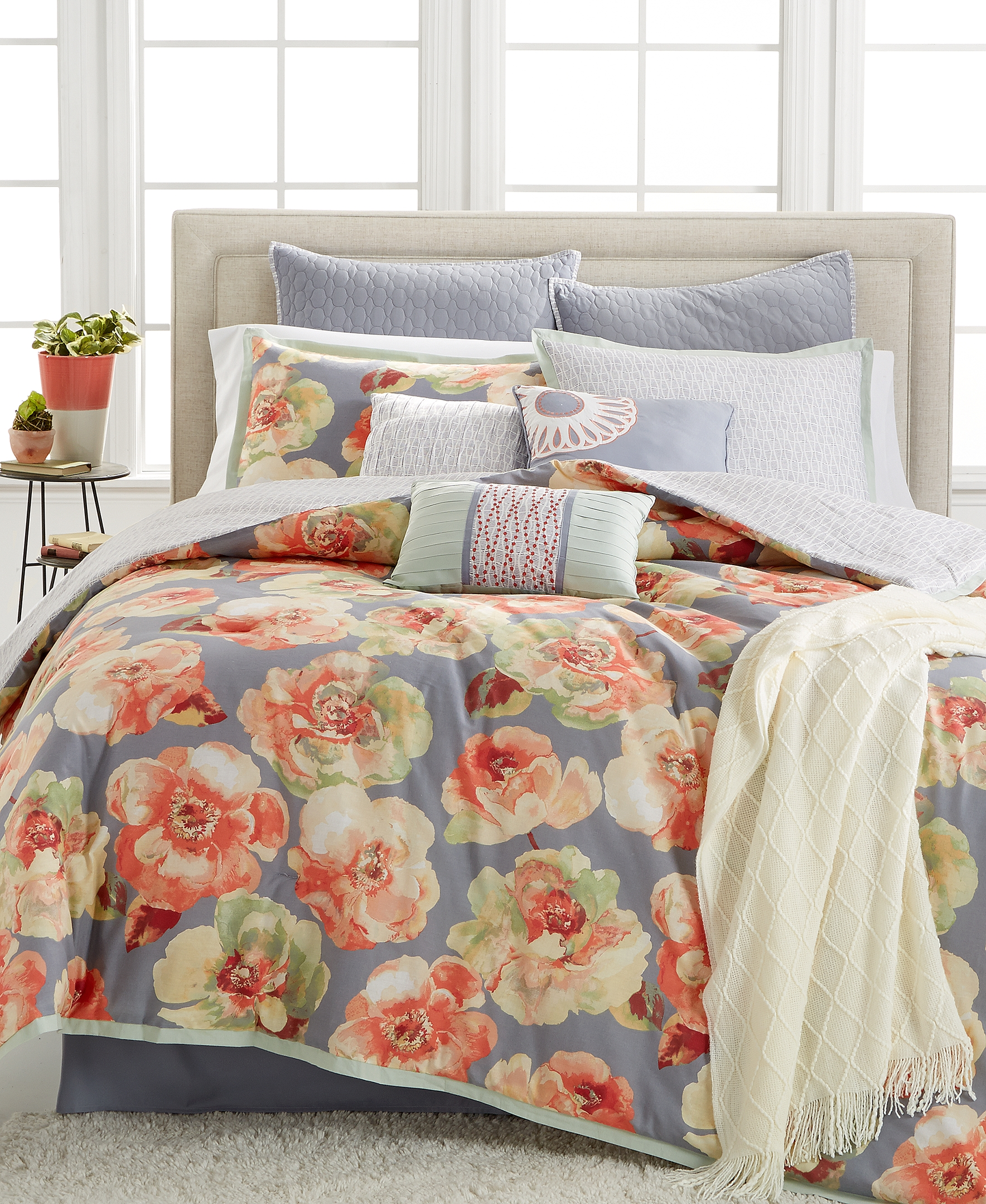 Macy Bedroom Furniture Kelly Ripa Home Launches At Macys For Summer 2016 Business Wire