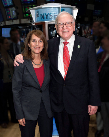 Cathy Baron Tamraz, chairwoman and chief executive officer of Business Wire, and Warren Buffett, chairman and chief executive officer of Berkshire Hathaway, Inc.