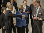 President Obama and Chancellor Angela Merkel experience virtual reality with ifm's 3D camera at the Hannover Messe, the world's largest industrial trade fair. (Photo: Business Wire)