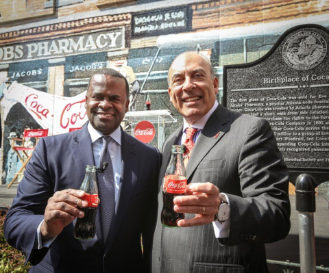 Atlanta Mayor Kasim Reed joins Coca-Cola Chairman and CEO Muhtar Kent and the Georgia Historical Society for the dedication of a historical marker at the intersection of Peachtree and Marietta streets, where the first Coca-Cola was served at Jacobs' Pharmacy on May 8, 1886. Kent today announced that Coca-Cola will give $1.8 million to Atlanta's Centennial Olympic Park District. (Photo: Business Wire)