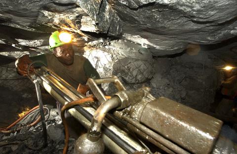 Orange hybrid network connects up AngloGold Ashanti mines worldwide. Source: AngloGold Ashanti.