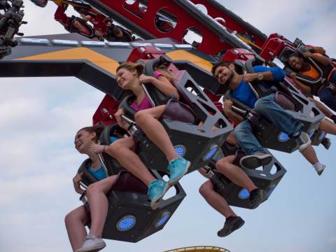 Guests take 360 degree spins while traveling nearly 50 miles per hour on CATWOMAN Whip. (Photo: Business Wire)