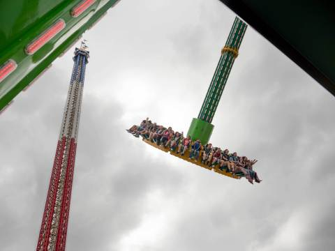 Riders rise higher and higher, reaching 147 feet in a nearly vertical spin, while experiencing unbelievable moments of weightlessness on THE RIDDLER Revenge. (Photo: Business Wire)