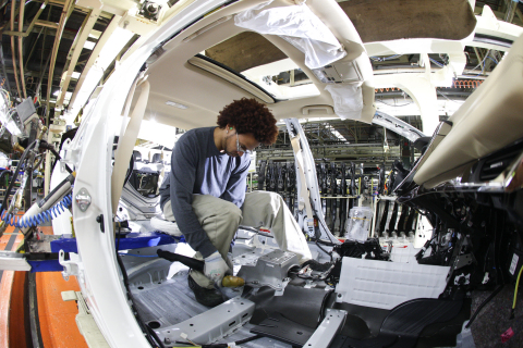 Team member assembling a Toyota Avalon, exclusively produced in Georgetown, Ky. (Photo: Business Wire)
