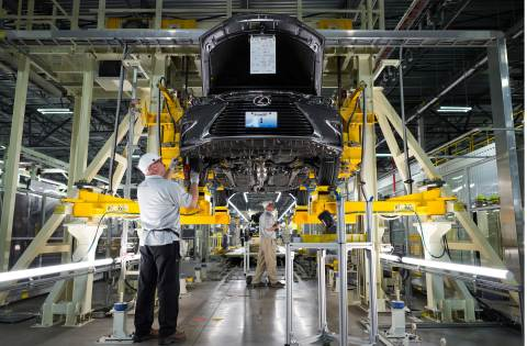 A team member works on the first-ever US-built Lexus, an ES 350. (Photo: Business Wire)