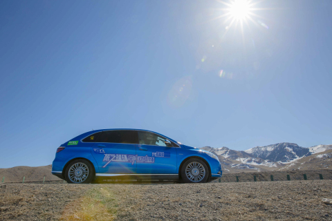 80edays China Team driving a DENZA electric car, the Sino-German joint venture brand built in China (Photo: Business Wire)