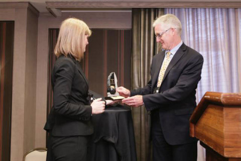 Greg Waller, Recipient of the Belle Mulligan Award for Leadership in Investor Relations with Yvette Lokker, President & CEO, CIRI. (Photo: Business Wire)