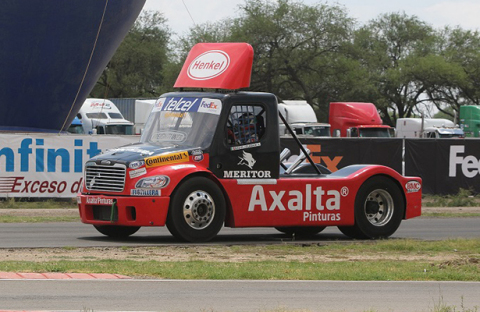 Axalta Coating Systems joined efforts for the second year in a row with its business partner Daimler to reinforce and leverage its brand positioning in the Freightliner-sponsored Super Copa Telcel tractor-trailer Championship Series 2016. (Photo: Axalta)