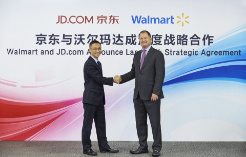 Neil Ashe, president and CEO of Walmart Global eCommerce, and Haoyu Shen, CEO of JD Mall, sign strategic alliance between their companies. (Photo: Business Wire)