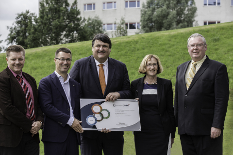 On hand to congratulate Maastricht University and Prof. Heeren were (l-to-r) Davy Petit, Senior Director, Marketing, Europe, Middle East, Africa, India, Waters Corporation; Prof. dr. Ron Heeren, Maastricht University; Prof. dr. Martin Paul, President, Maastricht University; Marja van Dieijen, President and CEO of the Executive Board, Maastricht University, and Eric Fotheringham, Director - Strategic Collaboration, Waters Corporation. (Photo: Business Wire)