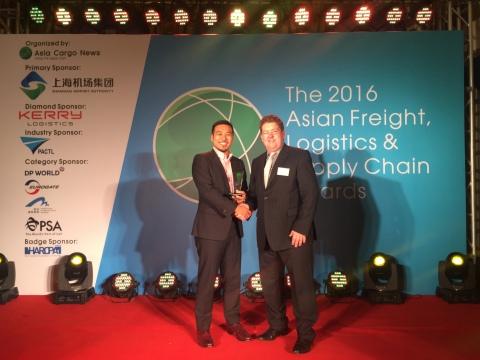 C.H. Robinson罗宾逊全球物流亚洲全球货运副总裁Jack Chang领取亚洲货运、物流及供应链奖空运类奖。(照片:美国商业资讯)