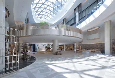 位於澳門中心地帶的新濠天地零售空間由 T Galleria by DFS經營,2016 年期間拓展的面積將比目前大三倍,提供嶄新的時裝及配飾、美容及香氛、腕錶及珠寶產品,帶來令人眼界大開的生活購物體驗。(照片:美國商業資訊)