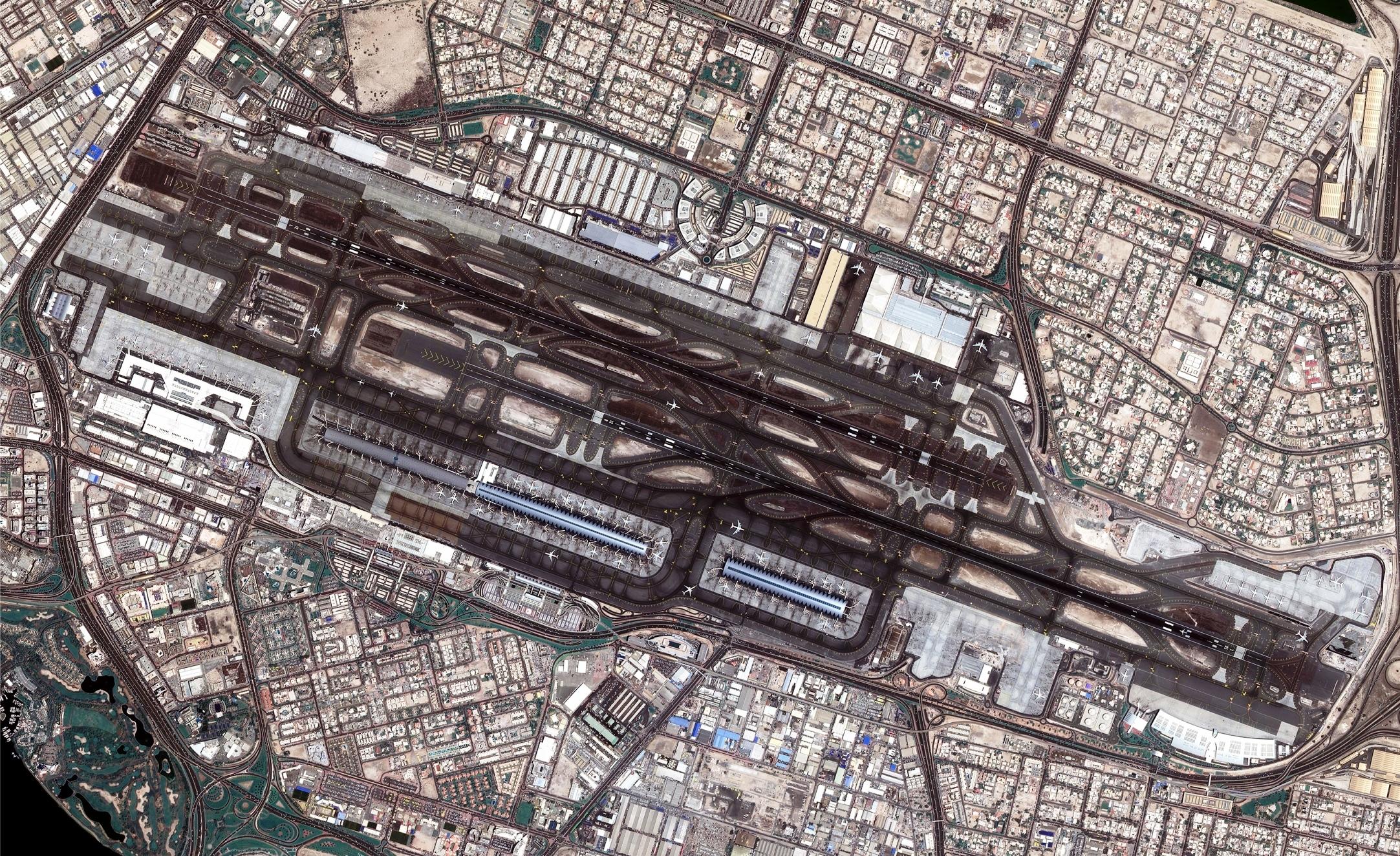 全景を見る:宇宙から見たドバイ国際空港 | Business Wire