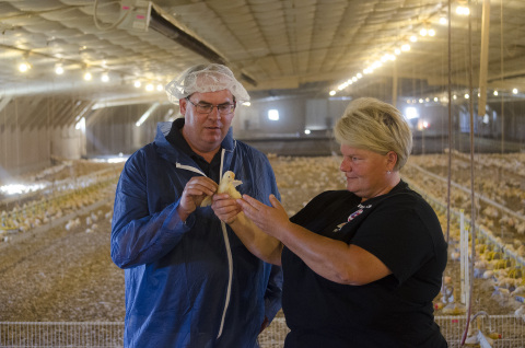 Perdue Flock Advisor Steve Cambron and Georgie Cartanza, who has raised chickens for Perdue in Delaware for 10 years. Perdue's Commitment to Animal Care goes beyond its chickens to consider farmer well-being when implementing production systems.(Photo: Business Wire)