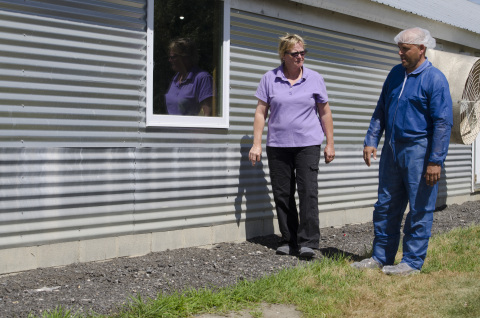 Karen Speake, who raises chickens for Perdue in Delaware, and Perdue Flock Advisor Rusty Covington. Perdue is retrofitting 200 chickens houses with windows to study the effect of natural light on chicken behavior. (Photo: Business Wire)